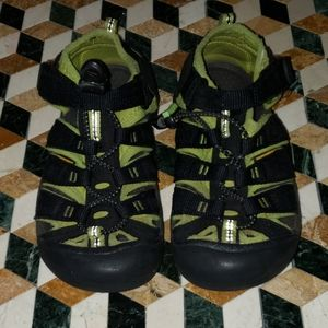 Keen Youth size 13 Black Sandals